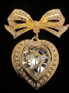 "Pretty Vintage 2"" Gold Tone Rhinestone Heart + Bow Dangle Brooch A49"