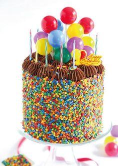 tortas-de-cumpleaños-con-glosinas-y-granas-multicolores | https://lomejordelaweb.es/