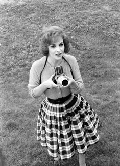 photography film Black and White fashion vintage camera actress old hollywood vintage fashion gina lollobrigida.love love love her fab skirt.so pretty. Gina Lollobrigida, Vintage Love, Vintage Beauty, Vintage Photos, Vintage Fashion, Retro Fashion, Vintage Style, Girl Fashion, Classic Hollywood