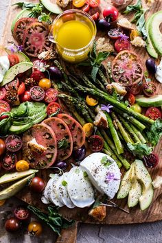 Panzanella Style Caprese Asparagus Salad - a simple, delicious, healthy & colorful way to start your week off. Oh, and so pretty too! @