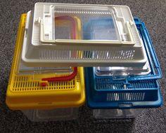 Hallo,  Ich verkaufe hier 2 Faunaboxen mit Ersatzdeckel, gebraucht.  Die Faunaboxen haben normale Gebrauchsspuren.  Preis: 10,00€  Porto: 4,00€  Mit freundlichen Grüßen José Fernandez
