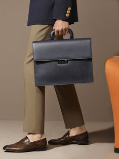 Shop the Navado clutch from Bally, made in Italy. This embossed calf leather bag is a modern menswear essential, executed in versatile black. Mens Leather Laptop Bag, Leather Briefcase, Leather Men, Leather Fashion, Mens Fashion, Leather Handbags, Leather Bags, Leather Craft, Briefcase For Men