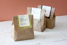 マチありのクラフト袋に『オリガミオリガミ』を掛けるだけの簡単ラッピング。 #chotto #オリガミオリガミ #バレンタインデー #手作りお菓子ラッピング #おすそわけ #origamiorigami #valentinesday #valentinesdecor #wrapping #osusowake Bakery Packaging, Cookie Packaging, Food Packaging Design, Soap Packaging, Origami Ribbon, Paper Ribbon, Soap Labels, Tea Design, Pencil And Paper
