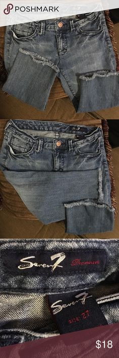 🔥Seven7 below the knee jean Capri size 27 Like new. In great condition. BUNDLE ANY 3 🔥 ITEMS FOR $35!!!! PLEASE ✔️OUT MY ITEMS!! HAPPY Poshing FRIEND!!! Seven7 Jeans