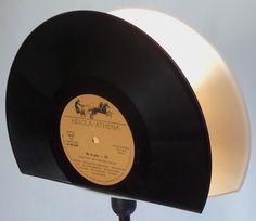 Tischlampen - Design Tischlampe 2in1 aus Schallplatte Vinyl Lamp - ein Designerstück von Aurum bei DaWanda