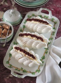 Meringue – New Cake Ideas Small Desserts, Just Desserts, Delicious Desserts, Pastry Recipes, Cake Recipes, Dessert Recipes, Cooking Recipes, Meringue Desserts, Russian Cakes