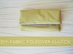 diy zipper clutch - Instead of going out and buying a new bag for your next outing, try making a DIY zipper clutch at home. Shopping for new accessories can become co. Diy Clutch, Foldover Clutch, Diy Purse, Clutch Bag, Sewing Projects, Diy Projects, Diy Handbag, Diy Tutorial, Diy Fashion