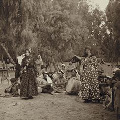 Roma in Damascus, Syria, circa Gypsy Life, Gypsy Soul, Old Photos, Vintage Photos, Santa Sara, Gypsy People, Refugees, Naher Osten, Gypsy Women