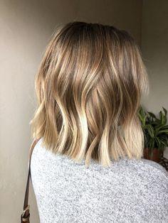 Blonde Balayage Bob, Ombre Blond, Brown Blonde Hair, Light Brown Hair, Honey Balayage, Light Hair, Short Hair With Balayage, Blonde Highlights Bob Haircut, Lob Highlights