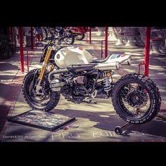 Setting up at LA Calendar Motorcycle Show. #JSKcustomDesign #ProjectChocolateSlider #bmw #r9t #rninet #ninet #9t #scrambler #motorcycle #customMotorcycle #handMade #customMotorcycle #customMotorcycle #custombike #custom #customSeat #upholstery