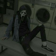 Like I'm the fuckin emo juggernaut Retro Aesthetic, Aesthetic Grunge, Aesthetic Photo, Aesthetic Pictures, Mode Grunge, Grunge Goth, Grunge Style, Photographie Indie, Dark Feed