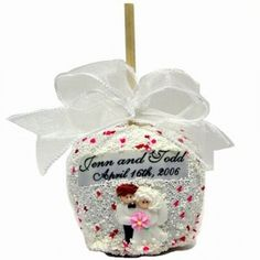 Wedding Chocolate Caramel Apple from All About Gifts and Baskets Apple Wedding Favors, Edible Wedding Favors, Unique Wedding Favors, Wedding Ideas, Wedding Candy, Wedding Tables, Party Favors, Chocolate Shop, Chocolate Covered