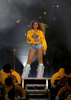 Beyonce Knowles Photos - Beyonce Knowles performs onstage during 2018 Coachella Valley Music And Arts Festival Weekend 1 at the Empire Polo Field on April 2018 in Indio, California. - 2018 Coachella Valley Music And Arts Festival - Weekend 1 - Day 2 Style Beyonce, Beyonce Photos, Balmain, Stage Outfits, Fashion Outfits, Beyonce Coachella, Beyonce Beyonce, Rihanna, Amor