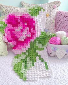 Little Treasures: Crochet inspiration - Pixel Crochet Blankets Pixel Crochet Blanket, Crochet Bedspread Pattern, Crochet Quilt, Afghan Crochet Patterns, Crochet Home, Filet Crochet, Baby Knitting Patterns, Crochet Motif, Crochet Blankets