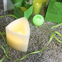 #greenery #bougie #bougieled #couleurdelannee Bougie Led, Decoration, Greenery, Triangle, Candles, Color Of The Year, Decorating, Deko, Dekoration