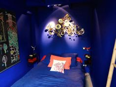 Oriental style bedroom all blue colored | Chambre au style orientale et de couleur bleue