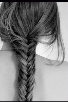 I love messy fishtails! Especially when you are going for the relaxed comfy sweater and jeans look