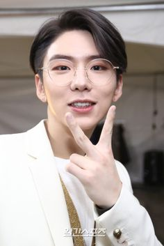 """(NEWS) 180111 MONSTA X Kihyun at the 32nd Golden Disc Awards Backstage"""