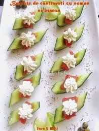 Cucumber boats with salmon and cheese-colors on your plate Nachos, Wine Tasting Party, Romanian Food, Sushi, Antipasto, No Cook Meals, Avocado Toast, Cucumber, Seafood
