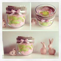 Wielkanocny świecznik :) troche szkła, piórek, wstążka, filc, świeczka i voilà ! :)