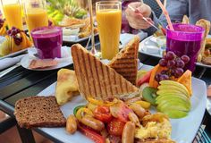 The restaurant industry hates brunch but it shouldn't be that way. Nowadays restaurant brunch is a money-making event. Here are tips for building and reinventing your restaurant's brunch menu. Brunch Buffet, Brunch Menu, Dinner Menu, Brunch Ideas, Brunch Recipes, Best Mothers Day Gifts, Mothers Day Brunch, Happy Mothers, Red Bliss Potatoes