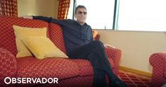 12 anos depois, Chico Buarque vai voltar a atuar em Portugal. O músico brasileiro vai dar dois concertos no Coliseu do Porto e três no Coliseu dos Recreios, em Lisboa. http://observador.pt/2018/03/06/chico-buarque-atua-em-junho-em-portugal-para-apresentar-album-caravanas/