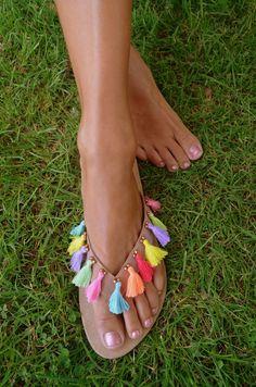 Boho Sandals, Cute Sandals, Bare Foot Sandals, Cute Shoes, Barefoot Sandals Pattern, Diy Fashion, Fashion Shoes, Flip Flop Craft, Hippie Shoes