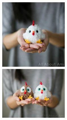 Easter Crochet Patterns, Crochet Birds, Crochet Patterns Amigurumi, Crochet Animals, Crochet Dolls, Pom Pom Crafts, Yarn Crafts, Diy Pompon, Crochet Chicken