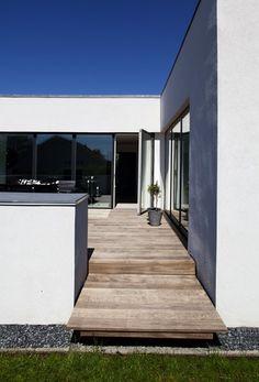 Alle vinduer i huset er byttet ud med særlige tre-lags termovinduer, som sammen med den ekstra isolering i loft, gulv og ydervægge betyder, at varmeregningen er faldet med mere end 17.000 kr. om året.
