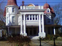 Allen House in Arkansas reported to be one of the most haunted houses in America. Description from pinterest.com. I searched for this on bing.com/images