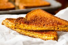 Grilled Cheese in the Oven -- this simple method makes 6 hot and fresh classic grilled cheese sandwiches per half sheet pan in just about 10 minutes. SO EASY! Grilled Cheese In Oven, Making Grilled Cheese, Grilled Cheese Recipes, Nuwave Oven Recipes, Cooking Recipes, Cooking Ideas, Homemade Tomato Basil Soup, Puff Pastry Pizza, Decadent Food
