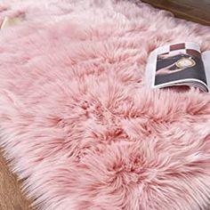 Faux Sheepskin Rug, Faux Fur Rug, Bedroom Sofa, Room Ideas Bedroom, Bedroom Decor, Plush Carpet, Rugs On Carpet, Carpet Decor, Pink Fur Rug