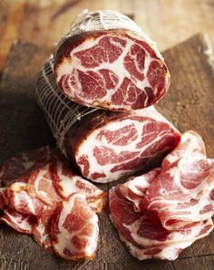 Cured Meats: The Difference Between Prosciutto, Jamon Iberico And More (Photos) Carne Asada Steak, Coconut Chicken, Smoking Meat, Decadent Cakes, Sausage Recipes, Charcuterie, Sin Gluten, Quick Meals, The Cure