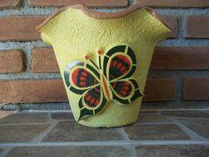 Vaso de parede feito em mosaico com cacos de azulejos - Ana Vasconcellos