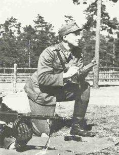 Finnish instructor for Suomi sub-machine gun - pin by Paolo Marzioli