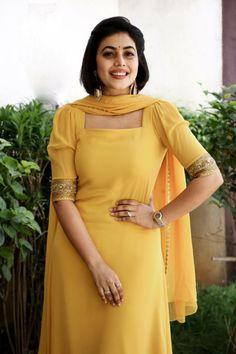 Shamna kasim south indian actress in yellow churidar Hollywood Actress Pics, Hollywood Heroines, Actress Bikini Images, Tamil Actress Photos, Sonam Kapoor, Deepika Padukone, Churidhar Designs, Indian Girls Images, Bollywood Photos