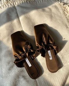 White Heel Boots, Shoe Boots, Flat Gladiator Sandals, Leather Sandals, Crazy Shoes, Me Too Shoes, Cute Sandals, Shoes Sandals, Sneakers Fashion
