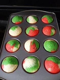 Christmas Cupcakes - So easy to do, just color your batter and put it in the cups... Make sure not to mix after u put it in the cups or u will have a nice shade of brown or black ;)