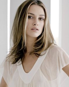 Keira Knightley The Beauty Queen. Kira Knightly, Keira Knightley Hair, Keira Christina Knightley, Classic Beauty, Timeless Beauty, Elegant Sophisticated, V Neck Midi Dress, 2015 Hairstyles, Haircuts