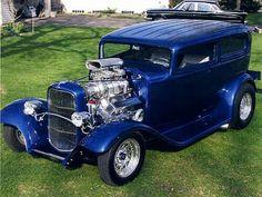 :-) Old Pickup Trucks, Hot Rod Trucks, Vintage Cars, Antique Cars, Car Man Cave, Day Van, 1932 Ford, Ford Classic Cars, Harley Davidson Sportster
