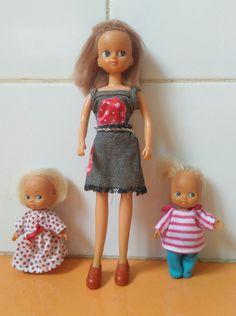 Chabel y sus hermanitos Melli y Zos de Feber. La ropa no es con la que venían, sí los zapatos y el pantalón de Zos. El traje de Chabel le tengo guardado.