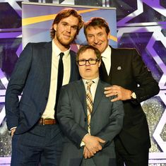 """Edmonton Oilers on Instagram: """"Name a more iconic trio... We'll wait... Legendary photo from Thursday night's @Oil_Foundation Iron & Frost Gala celebrating Joey Moss'…"""" Connor Mcdavid, Wayne Gretzky, Edmonton Oilers, Thursday Night, Hockey Players, Frost, Foundation, Celebrities, Cute"""