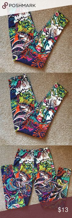 Leggings Print W/ lots of Colors in them One size Leggings Print W/ lots of Colors in them One size. I would say size 14 or smaller.  I see blue, lime green , taupe,red , orange , white and greens Pants Leggings