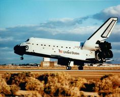 25 yrs ago, Discovery landed at Edwards Air Force Base after successfully deploying @NASA_Hubble  #Hubble25