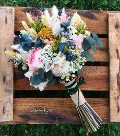 Ramo de novia con flores preservadas como la peonia, paniculata, flor de arroz, eucalipto..