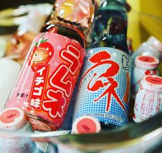 En #Hanakura y #Ramenkagura puedes disfrutar de #Ramune la bebida gaseosa más famosa de Japón. Prueba su sabor original fresa o melón. Su original diseño con una bola de cristal en su interior que hay presionar para abrir la botella.