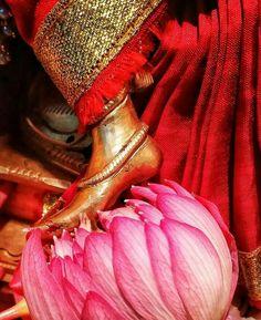 Lotus feet of Ambe Bhavani maa, Jai maa Durga 🙏🙏🙏 Shiva Parvati Images, Durga Images, Shiva Shakti, Lord Durga, Durga Maa, Lord Krishna, Indian Goddess Kali, Goddess Lakshmi, Indian Gods