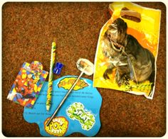 Challenge bag idea for selected children each day/week. This challenge was to 'learn to hold your pencil like a superhero'. Would be nice to have a challenge board and children could check who had been challenged that day. Writing Area, Pre Writing, Writing Skills, Preschool Fine Motor Skills, Motor Activities, Abc Does, Nursery Inspiration, Nursery Ideas, People Who Help Us