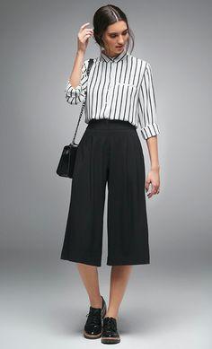 As listras, principalmente em p&b, são um verdadeiro clássico no mundo da moda. Conheça algumas peças de roupa que tornariam o seu office look um traje moderninho e cheio de estilo, se combinados com uma peça listrada.