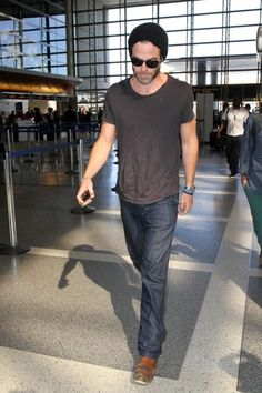 Chris Pine Photos: Chris Pine at LAX